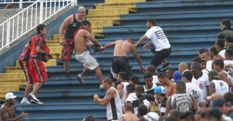 torcedores-de-atletico-paranaense-e-vasco-entram-em-confronto-1386532243085_956x500