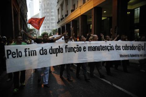 Rodoviários protestam nas ruas do Rio de Janeiro  (Foto: Fernando Frazão/ Agência Brasil)