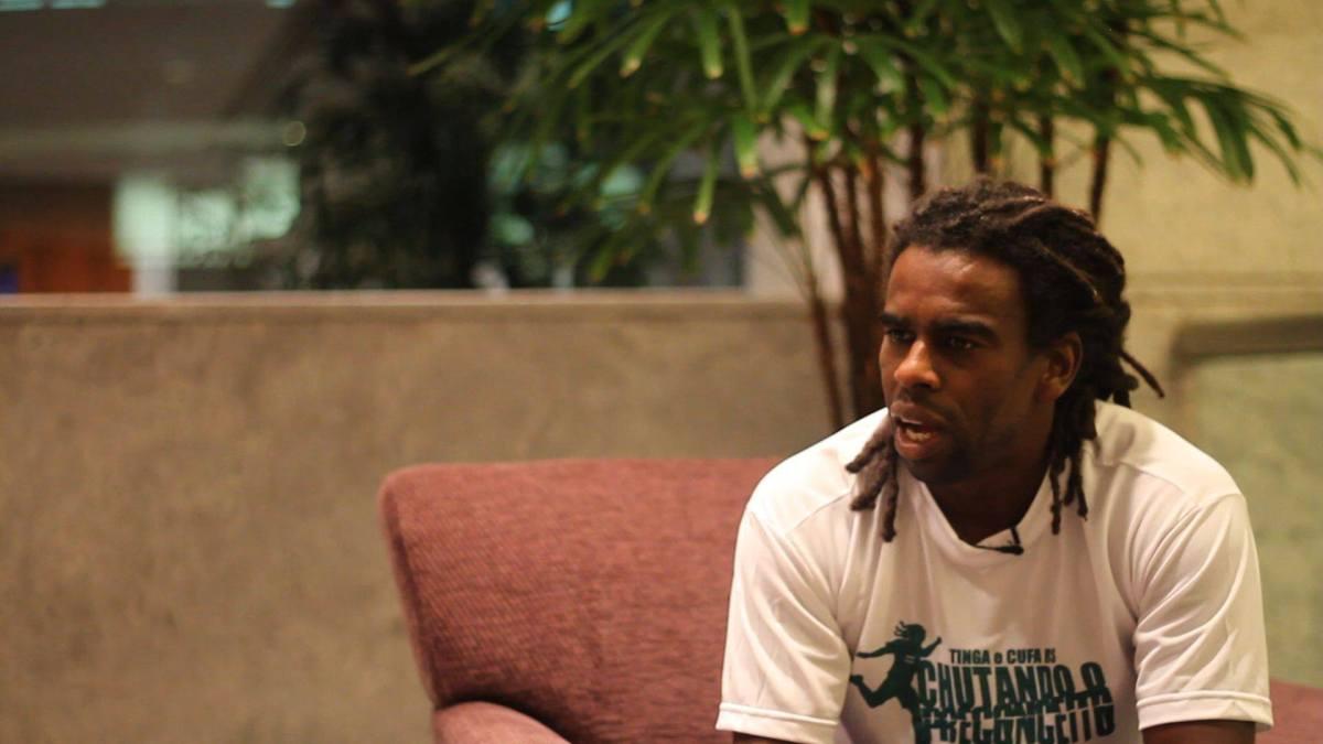 Da cor da pele aos dreads, Tinga luta contra o preconceito e pede politização no futebol