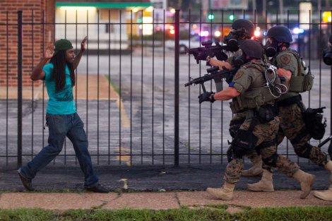 Cena dos protestos que tem acontecido no Missouri, em Ferguson (EUA)